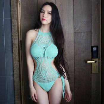 日本の軽奢なファッションブランドレイディが夏に着用するセクシーの透かし透かし透かし透明ビーキニワンピスニュー水着に情熱を込めて温泉制服を着ています。エメラルドグリーンの透かし模様のワンピS