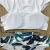 欧米のおしゃれ水着レディは上下一文字の肩の大きなハスの葉の辺にあるあるハイイイイイイエイの白ビキニの水を持っています。1861 Sです。